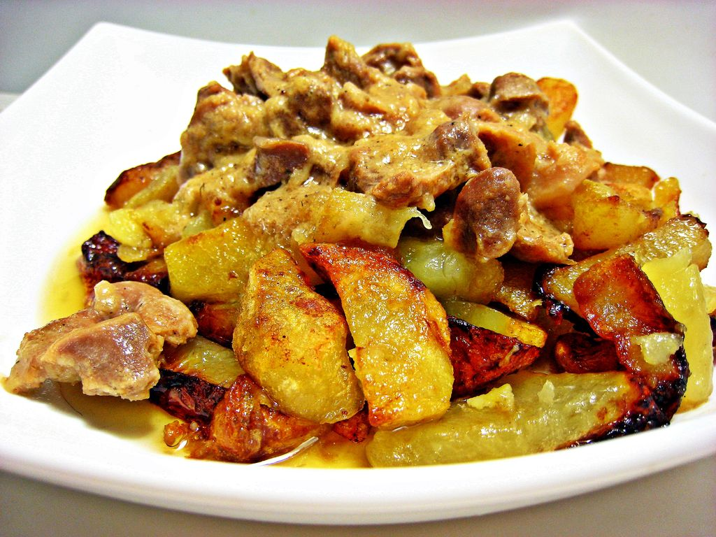 Картошка с грибами и мясом: …