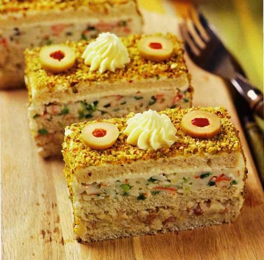 Закусочные пирожные из селёдки и крабовых палочек