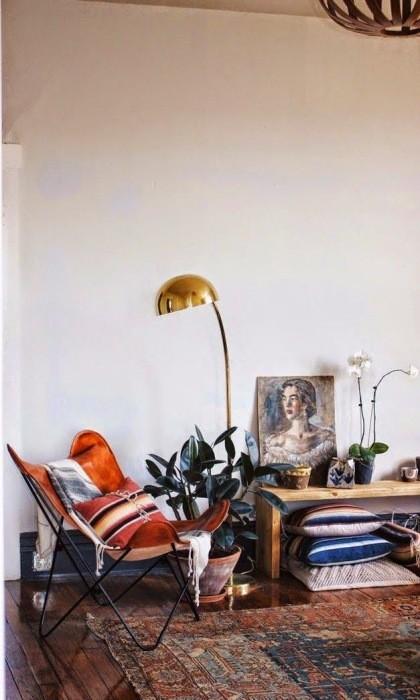 Причины, по которой стоит выкинуть диван из малогабаритки: [b] Причина №15:[/b] гостиная без дивана – идеальное решение для малогабаритки.