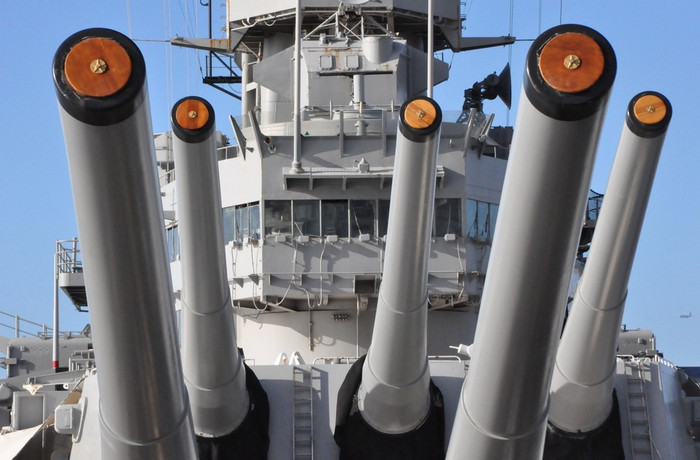 300 уязвимых мест военной промышленности США