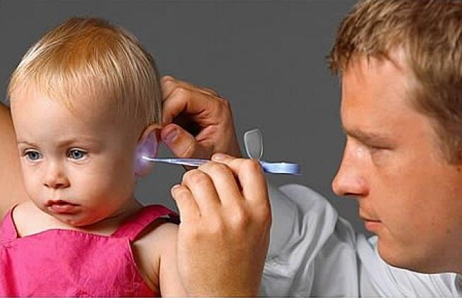 Болит ухо у ребенка: что делать в домашних