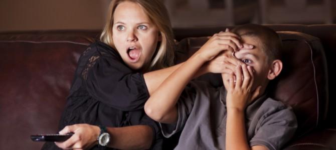 Недетское кино: Что делать, если вы застукали своего ребенка за просмотром «взрослых» фильмов