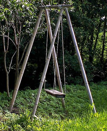 Качели из бамбука