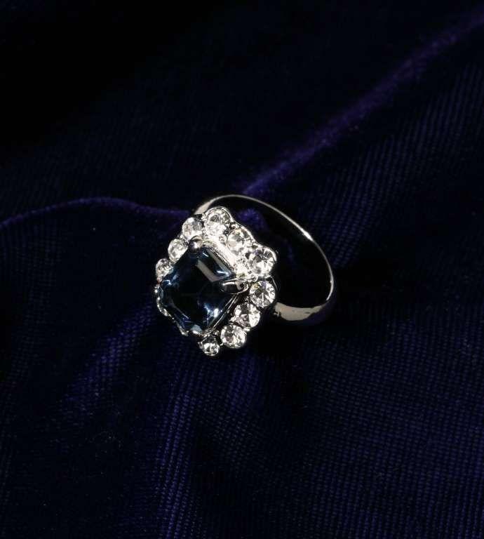 Сапфировое кольцо принцессы Дианы.