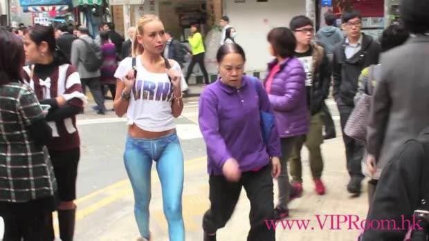 Девушка без штанов: никто не догадывался, что джинсы этой девушки были нарисованы, пока она гуляла по городу
