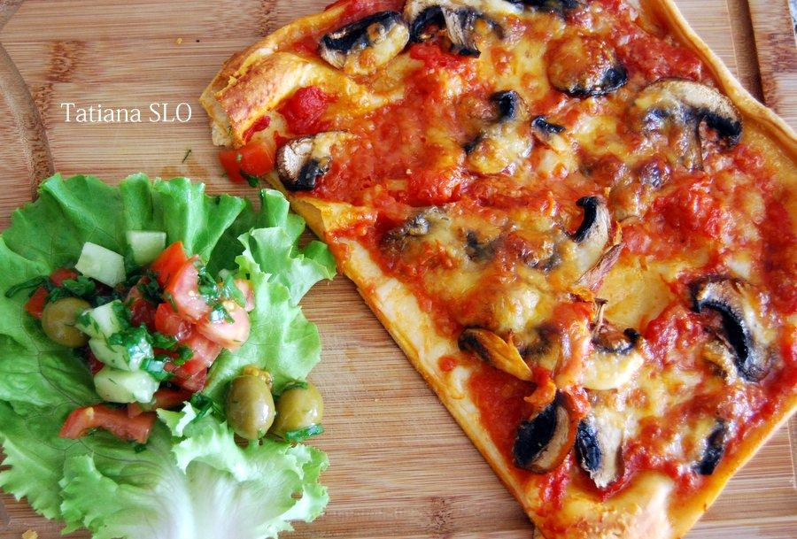 Пицца с коричневыми шампиньонами и соусом с кайенским перцем. Фото-рецепт.
