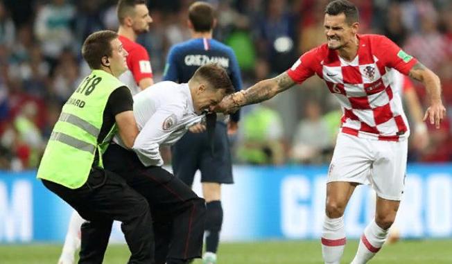 Защитник сборной Хорватии рассказал о своем отношении к акции Pussy Riot на финале ЧМ