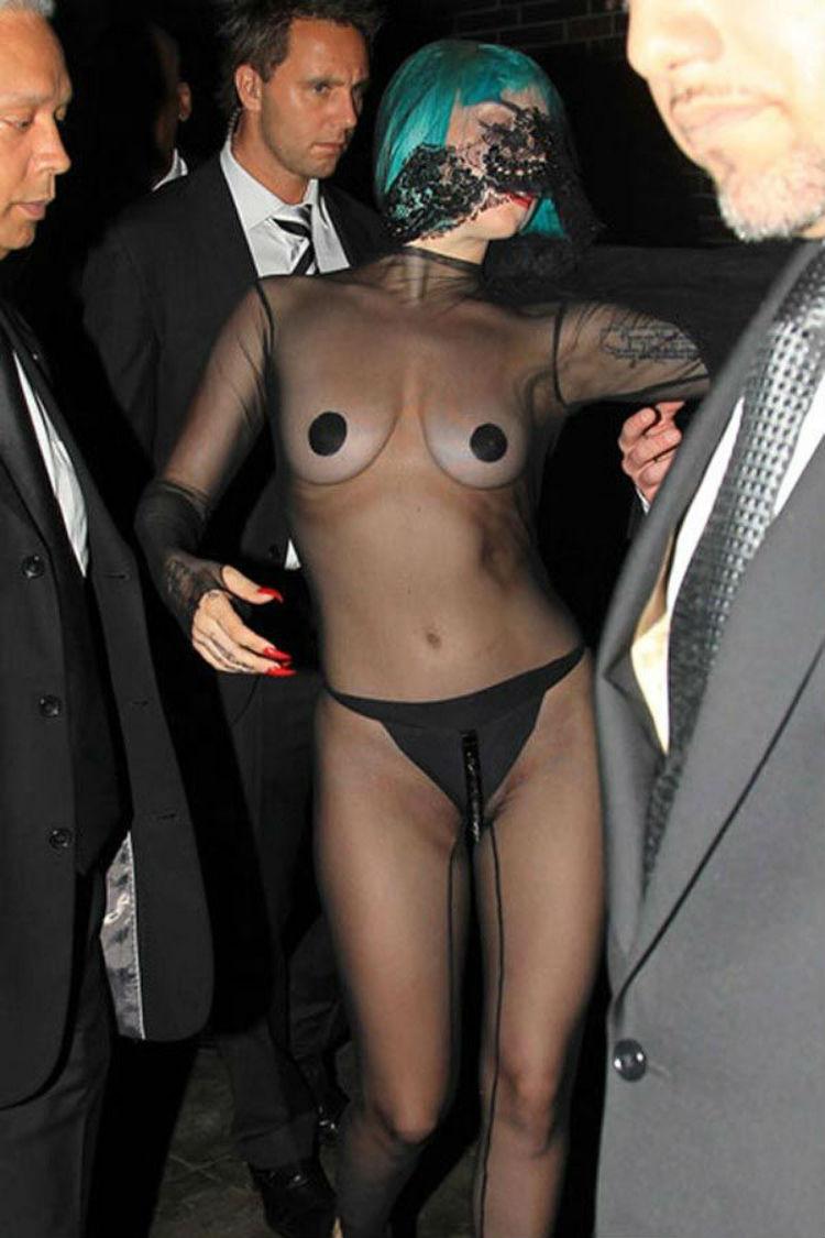 Королева бурлеска Леди Гага на премии CFDA, 2011 год история, платье