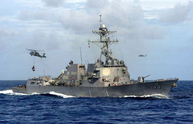 ВМС Китая потребовали от американского эсминца покинуть акваторию спорных островов
