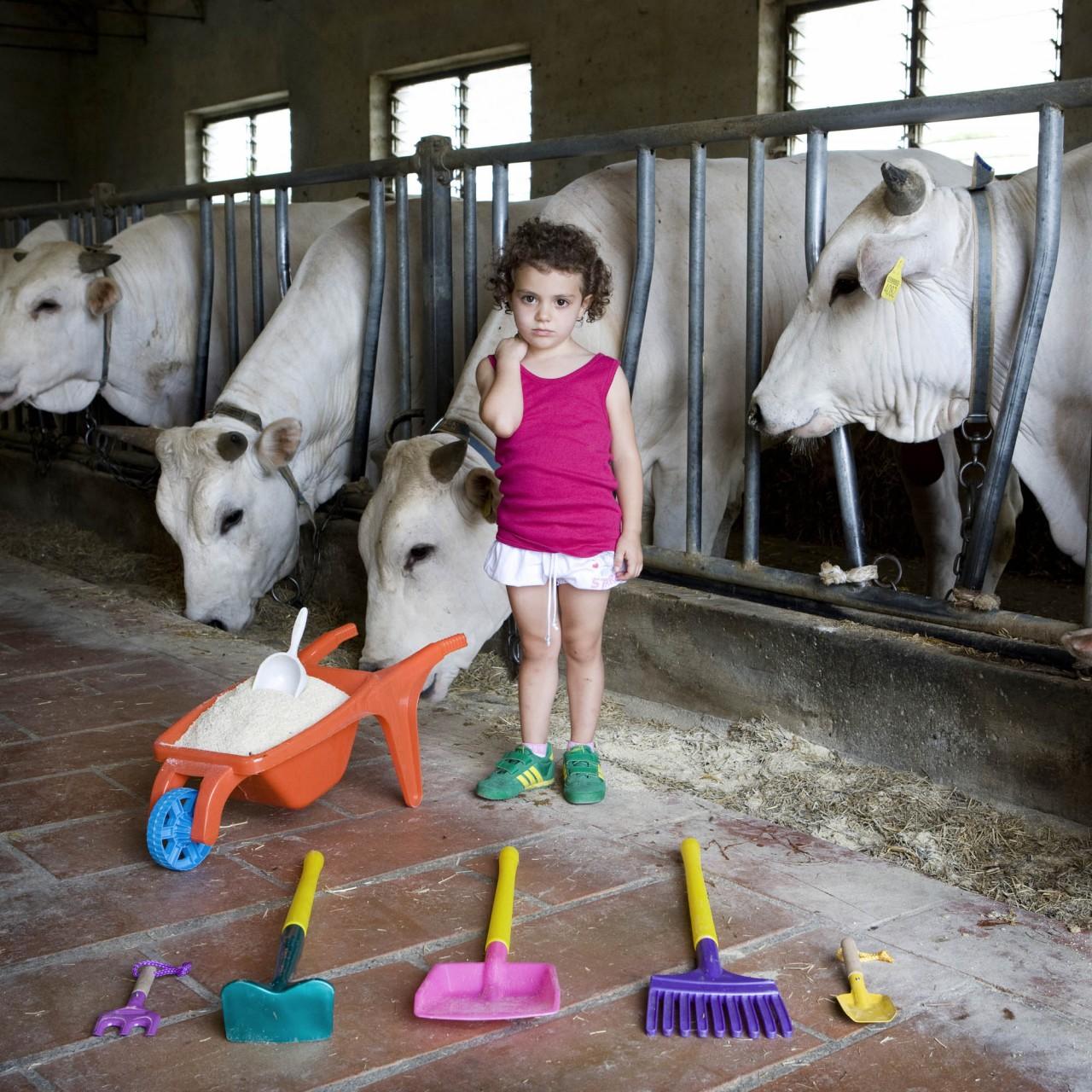 Портреты детей и их игрушки со всего мира мира. Увлекательное путешествие