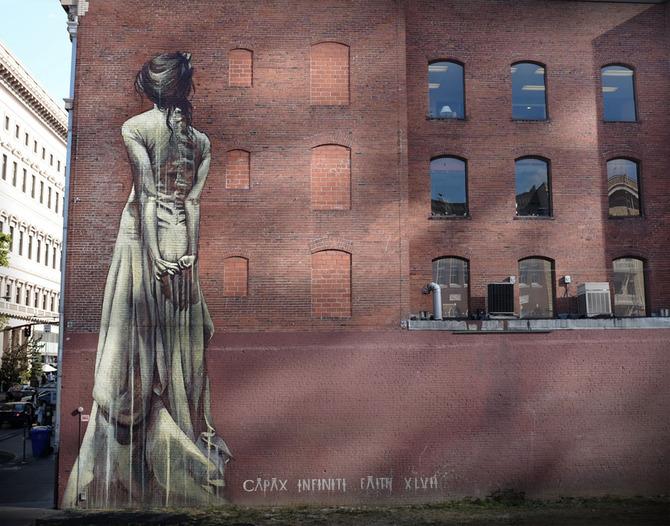 Масштабный стрит-арт от девушки по имени Faith47