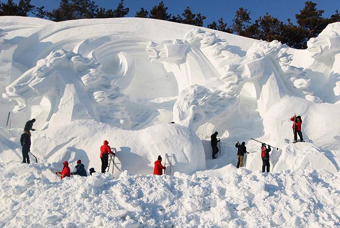 Зимний вариант скульптур из снега выглядит не менее шикарно в мире, скульптура