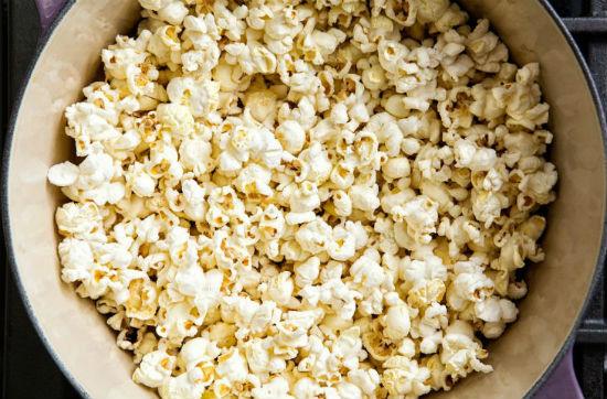 Как приготовить отличный попкорн не используя микроволновку