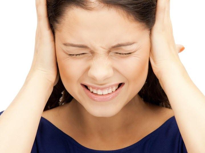 Народная медицина тоже предлагает свои методы борьбы с ушными шумами, но перед использованием народных рецептов, нужно посоветоваться с врачом.