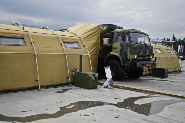 Медики ЦВО получили крупную партию новых операционных «на колесах»