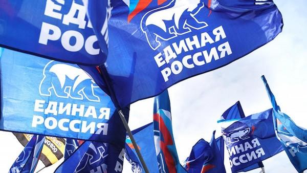 «Единая Россия» сдает позиции