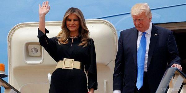 Женщина, с которой мир не сводит глаз: лучшие образы Мелании Трамп