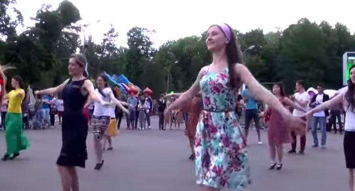 Праздника без танцев не бывает... Флешмоб Лезгинка-Калинка
