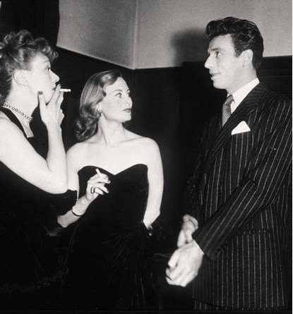 1951 - Edwige FEUILLERE, Michèle MORGAN, Yves MONTAND (415x445, 42Kb)