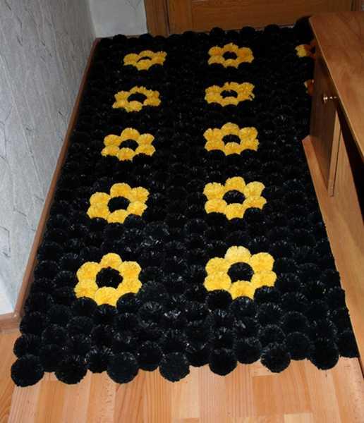 Фото ковриков из помпонов