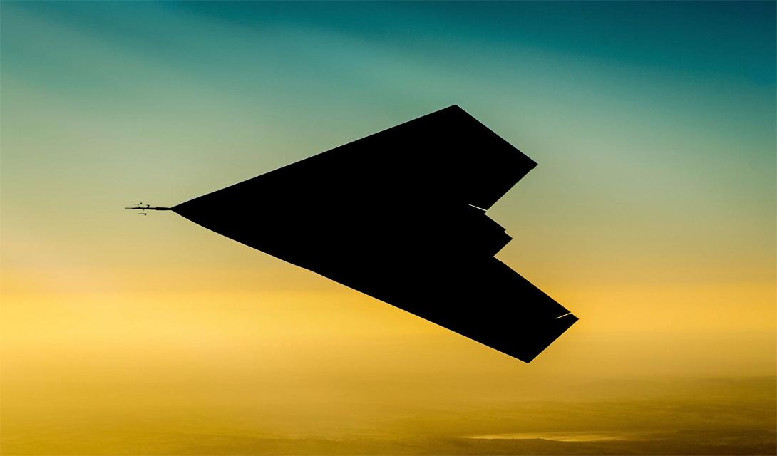 Под грифом «Секретно» Метко названный именем британского бога грома, Taranis разит противника точными, неотвратимыми ударами. По официальной версии, дрон еще не поступил в воздушные силы Великобритании: представители военных структур уверяют, что не планируют использовать его в боевых целях. Это несколько контрастирует со съемками, на которых дрон атакует позиции боевиков — но без документального подтверждения, военные могут продолжать отстаивать свою позицию.