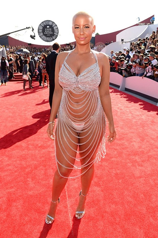 Звезды в откровенном платье
