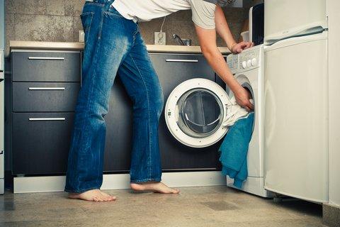 Несколько правил стирки пуховика в стиральной машинке.