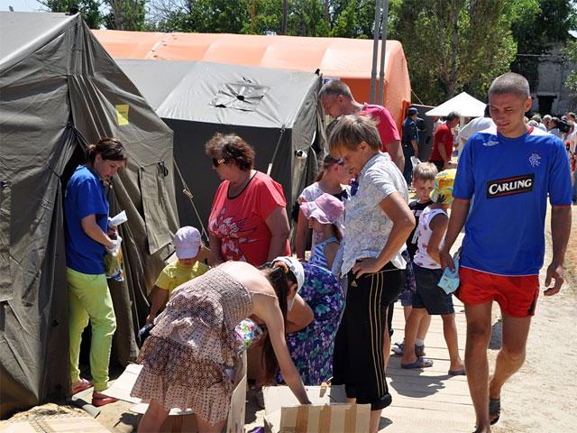 По данным, которые привел Медведев, на территории России сейчас развернуто 400 стационарных пунктов временного размещения, в которых находятся около 26 тысяч человек, более 10 тысяч из которых дети