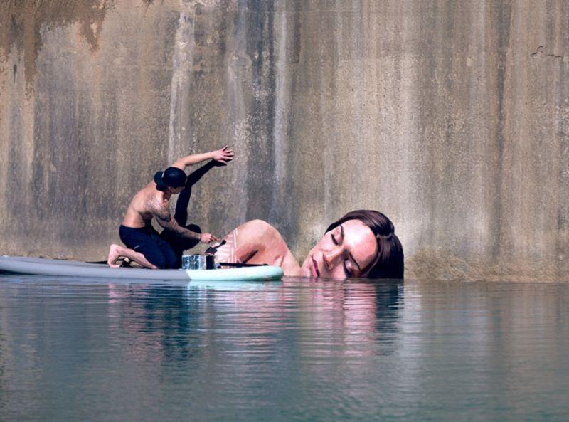 Художник-серфер рисует волшебные портреты выныривающих из воды девушек
