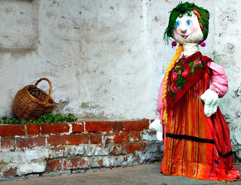 Кукла-красавица всем ужасно нравится!