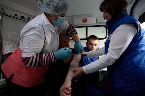 Прививку от гриппа поставили 700 тысячам петербуржцам