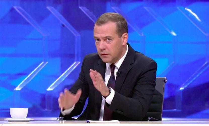 Медведев: Дадим по рукам и другим частям тела врачам, которые тянут деньги из россиян