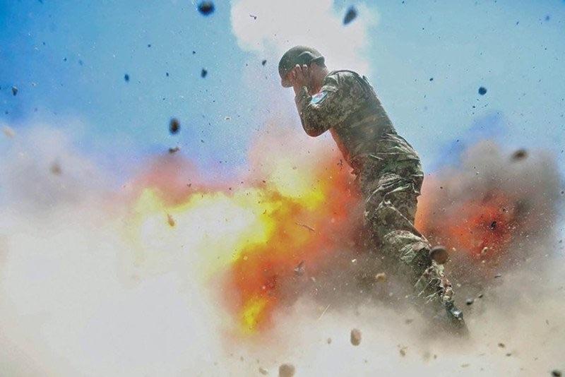 Как фотограф армии США сняла взрыв, от которого погибла