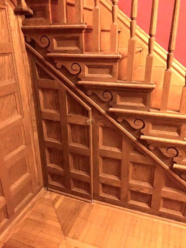 Эта женщина нашла под лестницей заброшенное место. То, что она из него сделала, — бесподобно!