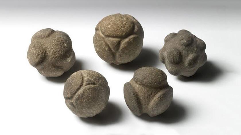 Ученые пытаются разгадать секрет древних каменных шаров