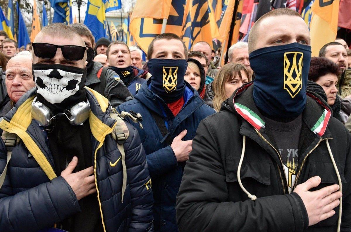 Киевский режим накачивает популярность неонацистов