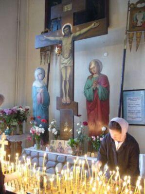 Во вторник на Фоминой неделе в православных храмах совершается особое пасхальное поминовение усопших