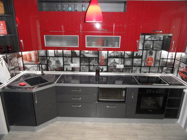 Моя кухня: серо-красный гарнитур и Лондон на скинали