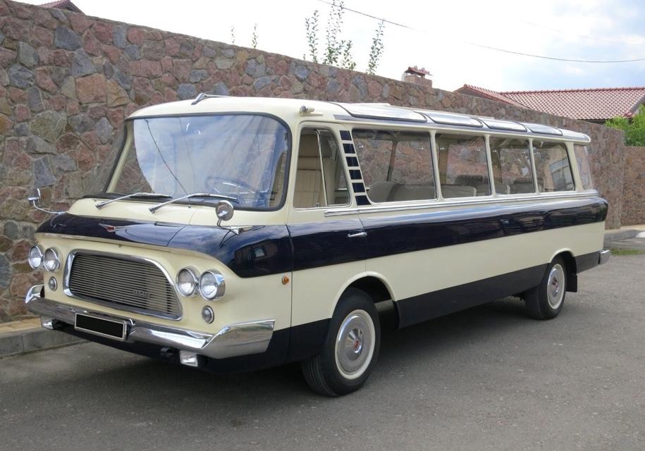 Раритетный автобус ЗИЛ оценили дороже Rolls-Royce Cullinan