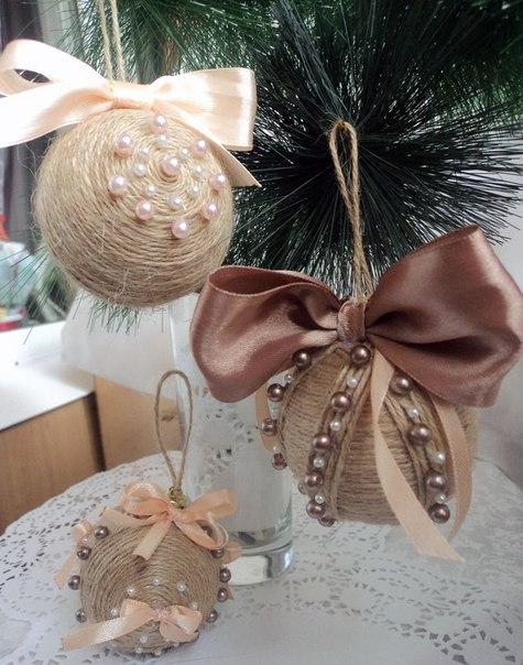 Декор новогодних шариков из шпагата.