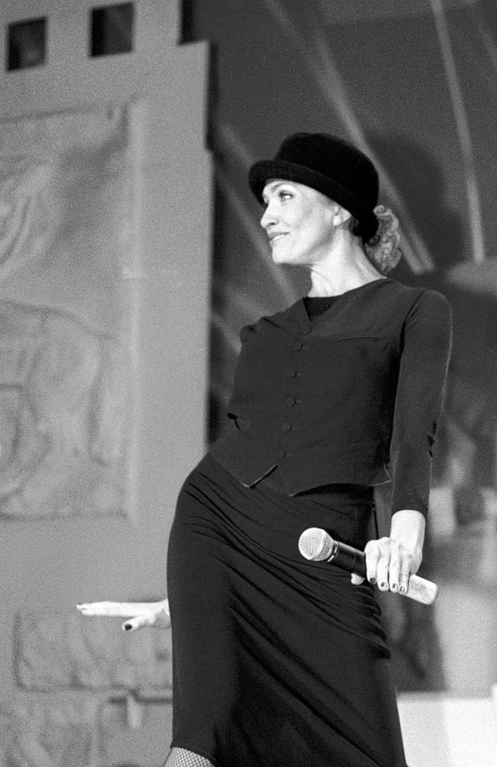 И в 61 можно быть модной иконой: яркие и стильные образы Лаймы Вайкуле