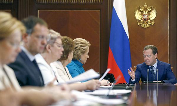 Медведев пообещал расширение использования материнского капитала до 2020 года