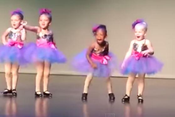 забавное смешное видео - танцуют детишки
