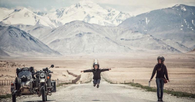 Восточная сказка: фотограф провез семью на мотоцикле от Румынии до Монголии
