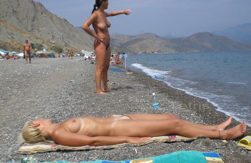 foto-devushek-na-nudistkih-plyazhah