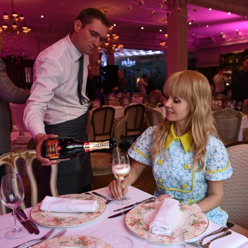 6. В этом году Валерия отметила свое 49-летие в одном из самых дорогих московских ресторанах Butler. В числе гостей весь шоу-бизнес Яна Рудковская, Кристина Орбакайте, Инна Маликова и другие деньги, знаменитости, интересно, истории, фото, юбилеи звезд