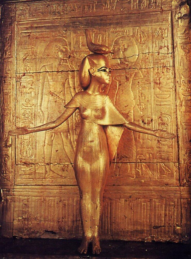 Одна из моих любимых статуэток древнего Египта… Богиня, охраняющая золотую святыню Тутанхамона. древний египет, интересно, история