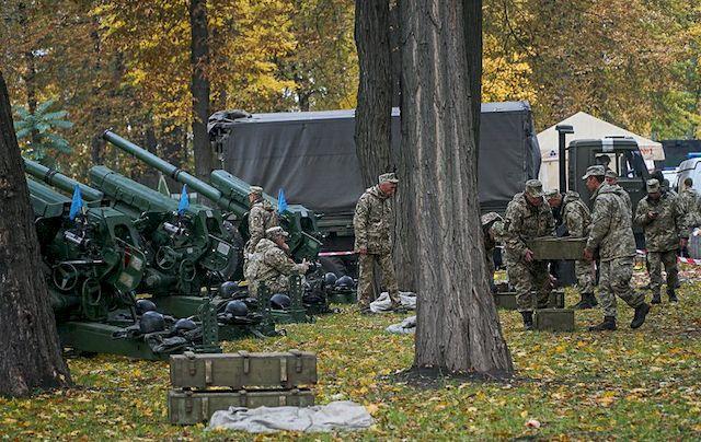 Артиллерия в парке: чья-то глупость или новые технологии майдана?