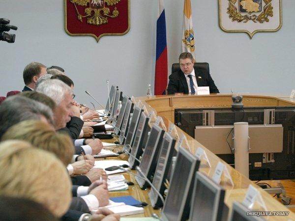 Э.Сноуден: Америка давно травит русских биологическим оружием