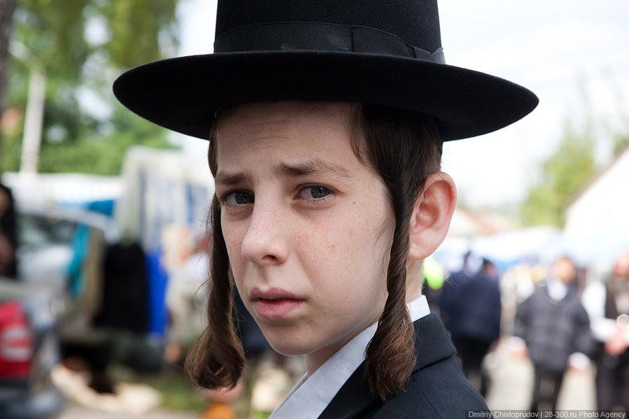 Ужас еврейского мальчика 10 шекелей, 5 шекелей, еврейский мальчик, книга, продавец книг, ужасы